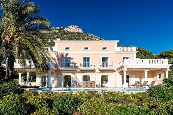 MAGNIFICENT VILLA HOLIDAY RENTALS