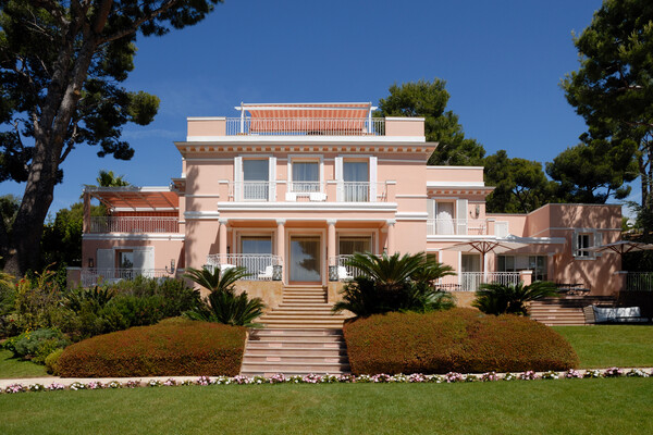 SPLENDIDE VILLA A LA LOCATION