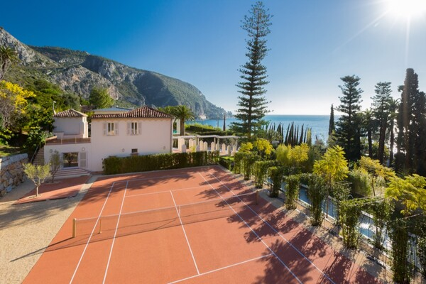 Eze-Bord-de-mer - Large property, walking distance to the beach