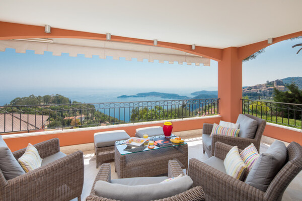 5 rooms in exceptional residence : ÈZE