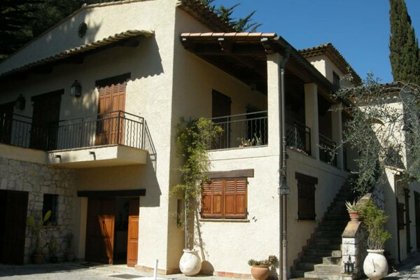 Sole Agent - La Turbie: Villa in the heart of a private domain