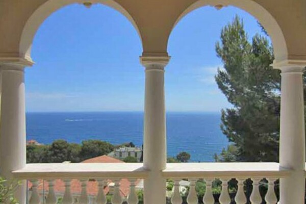 CAP-D'AIL -EXCEPTIONAL PROPERTY - TRIPLEX WITH THE POOL