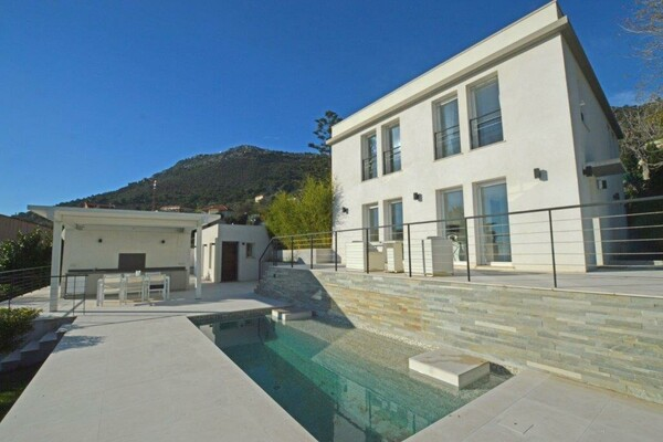 Luxury villa in Beausoleil a stone's throw from Monaco