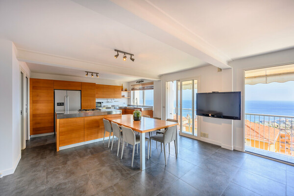 xX Renovated triplex with panoramic view Xx