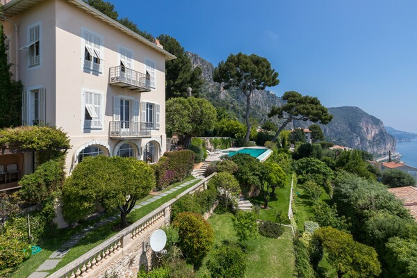 Belle Epoque villa with panoramic sea views, an ideal renovation project with potential for extensio