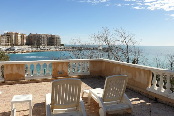 2 rooms apartment on the beach with fabulous sew view, Cap d'Ail
