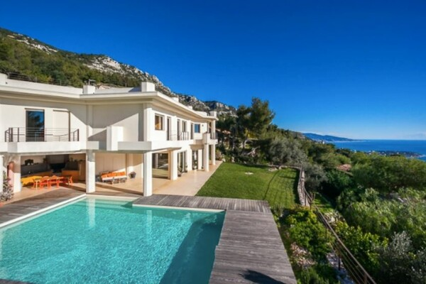 Splendid Villa located on the heights of the Principality of Monaco