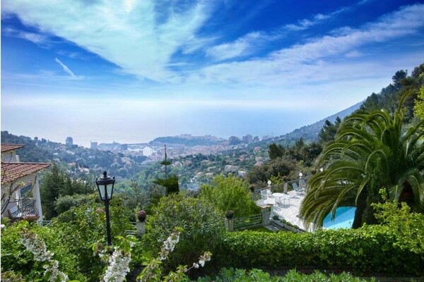 Superb Villa in the heights of the Principality