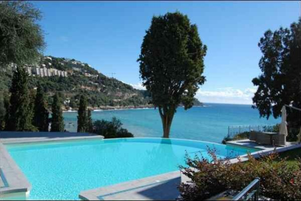 Roquebrune Cap Martin - For sale, prestigious villa with a roof terrace and a panoramic sea view