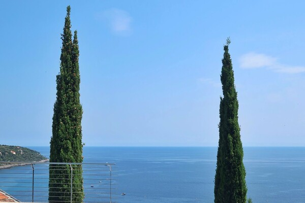3 PIECES A LA LOCATION - ROQUEBRUNE CAP MARTIN