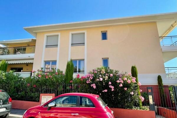 Un 3 pièces dans un immeuble récent proche des plages à Roquebru