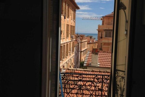 Beausoleil - A louer, appartement trois pièces avec vue mer