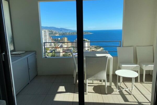 Beausoleil - For rental, close to Monaco, apartment with sleeping area, terrace, sea view, parking