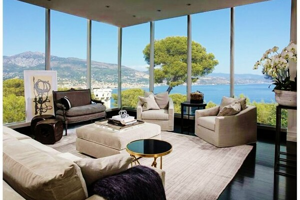 For sale on the Plateau of the Cap Martin, luxurious villa with swimming pool and panoramic sea view