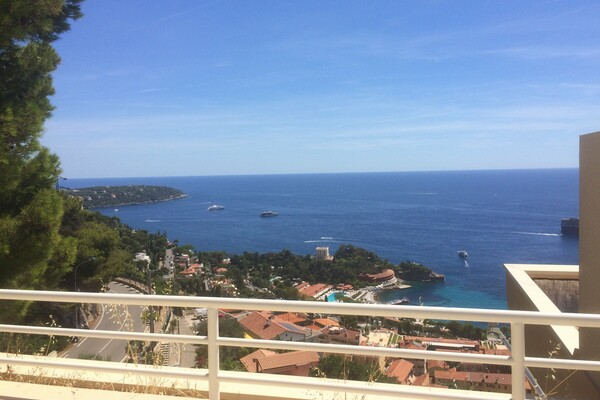 Real estate Roquebrune Cap Martin - For rental, one bedroom apartment with garden, solarium, parking