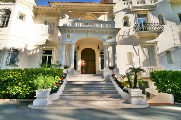 For rental, two bedroom apartment situated in a prestigious building with park and swimming pool