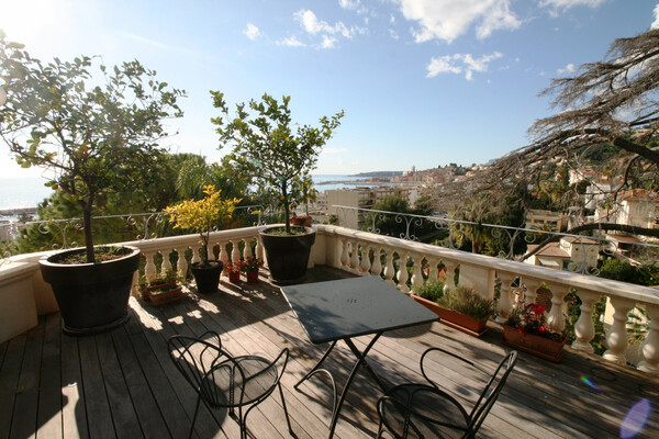 Menton Garavan - For sale, awesome penthouse inside an ancient villa with swimming pool
