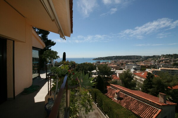 Menton - For sale,beautiful villa in a calm environment, with terrace, garden and panoramic sea view