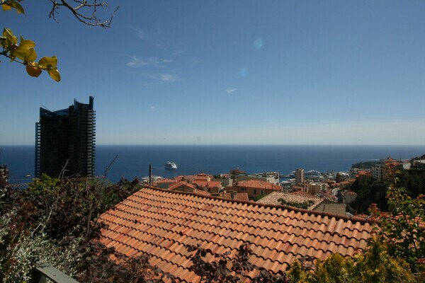 Beausoleil - For rental, two bedroom apartment with garden, sea view and parking