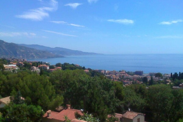 Roquebrune Cap Martin - For sale, beautiful villa with sea view and swimming pool