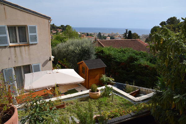 Roquebrune Cap Martin - Semi-detached house with sea view, swimming pool, garden and double garage