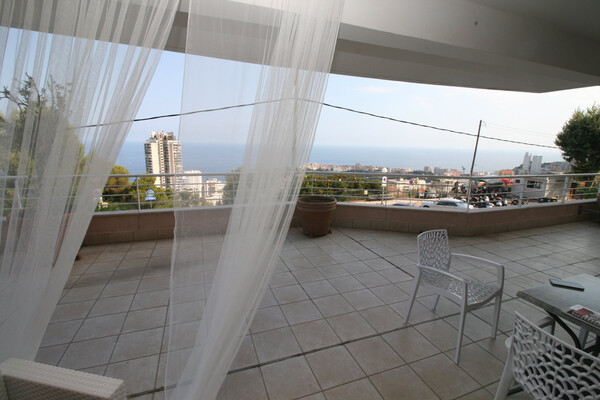 Beausoleil, terrace 66 m2, view sea and Rocher