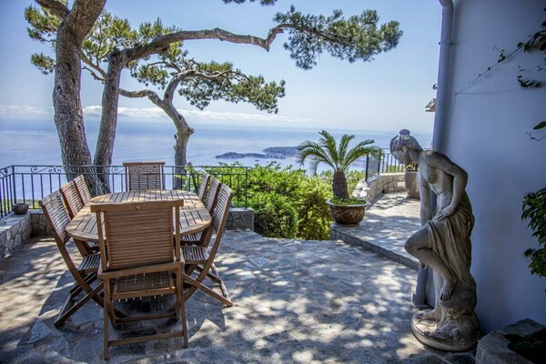 STUNNING 5/6 ROOM-VILLA ON THE HEIGHTS OF EZE