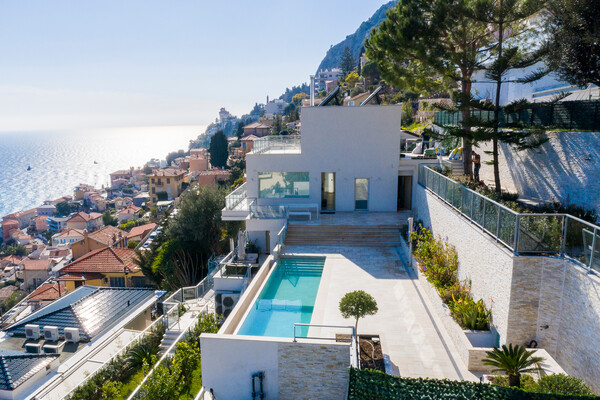 RCM - Villa La Bajolière - Divided into 4 apartments  with direct sea access