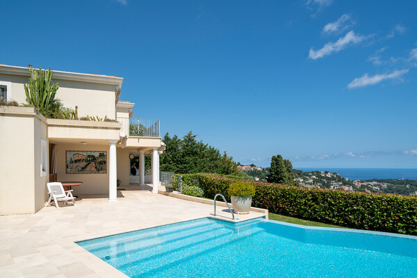 Stunning estate consisting of two villas, close to Monaco, panoramic sea views