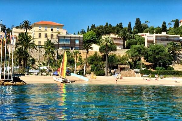 Cap Ferrat, first line villa