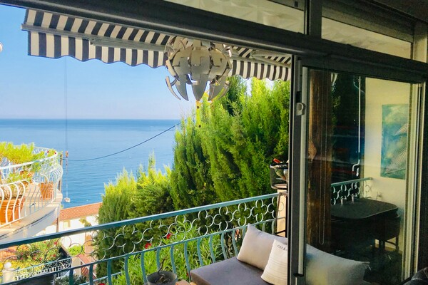 RCM - 2 bedrooms, groundfloor with terrace and garden, in very good condition with pretty sea views