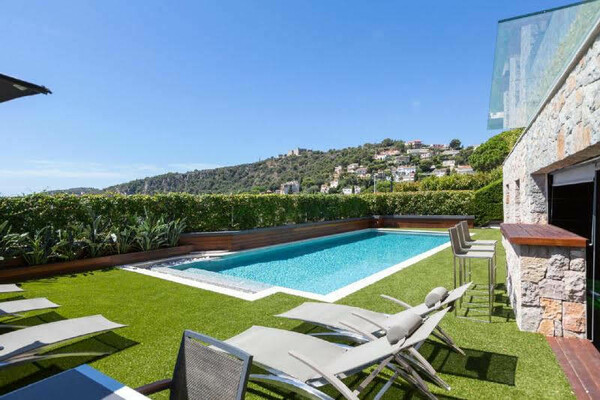 Villefranche - modern 5 bedrooms ensuite villa with astonishing seaview