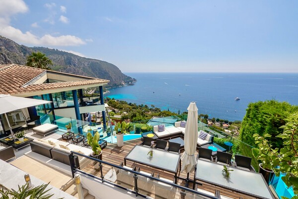 Eze Bord de Mer - Incredible modern property with spectacular views