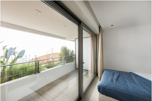 Besusoleil - Modern furnished apartment with terrace and panoramic seaview.