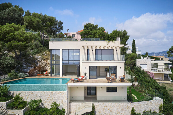 Villefranche-Sur-Mer - Contemporary villa with a panoramic sea view