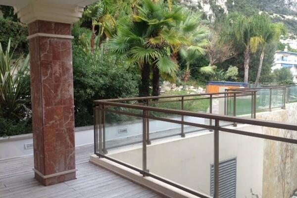 Cap d'Ail - Appartement dans résidence de standing avec piscine