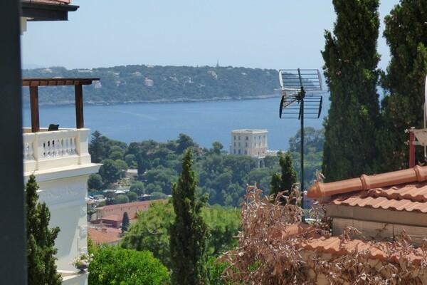 Beausoleil - sea view apartment beside Monaco
