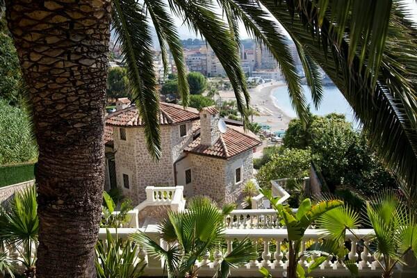 Cap d'Ail - Villa front mer