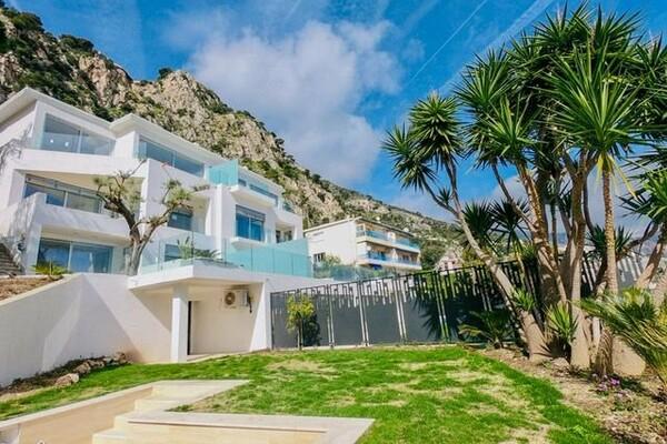 Cap d'Ail - Appartements avec vue imprenable sur la mer et piscine