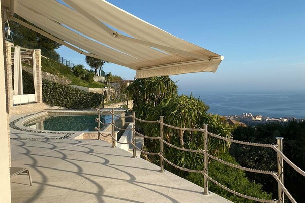 Beausoleil - Villa with panoramic sea view and near Monaco