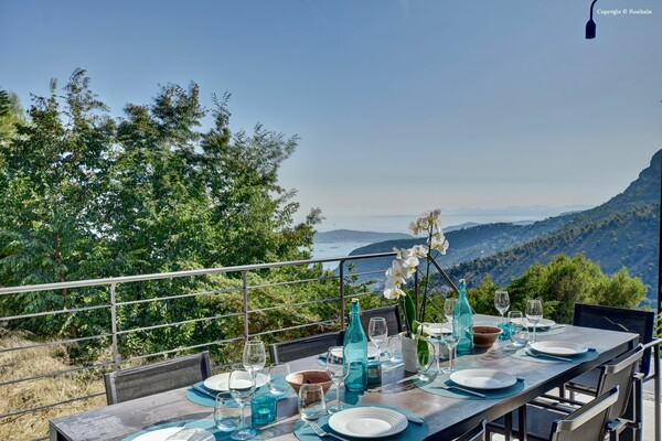 La Turbie - Contemporary villa with a panoramic view