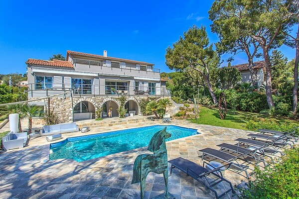 MGNIFICENT VILLA ON THE CAP FERRAT