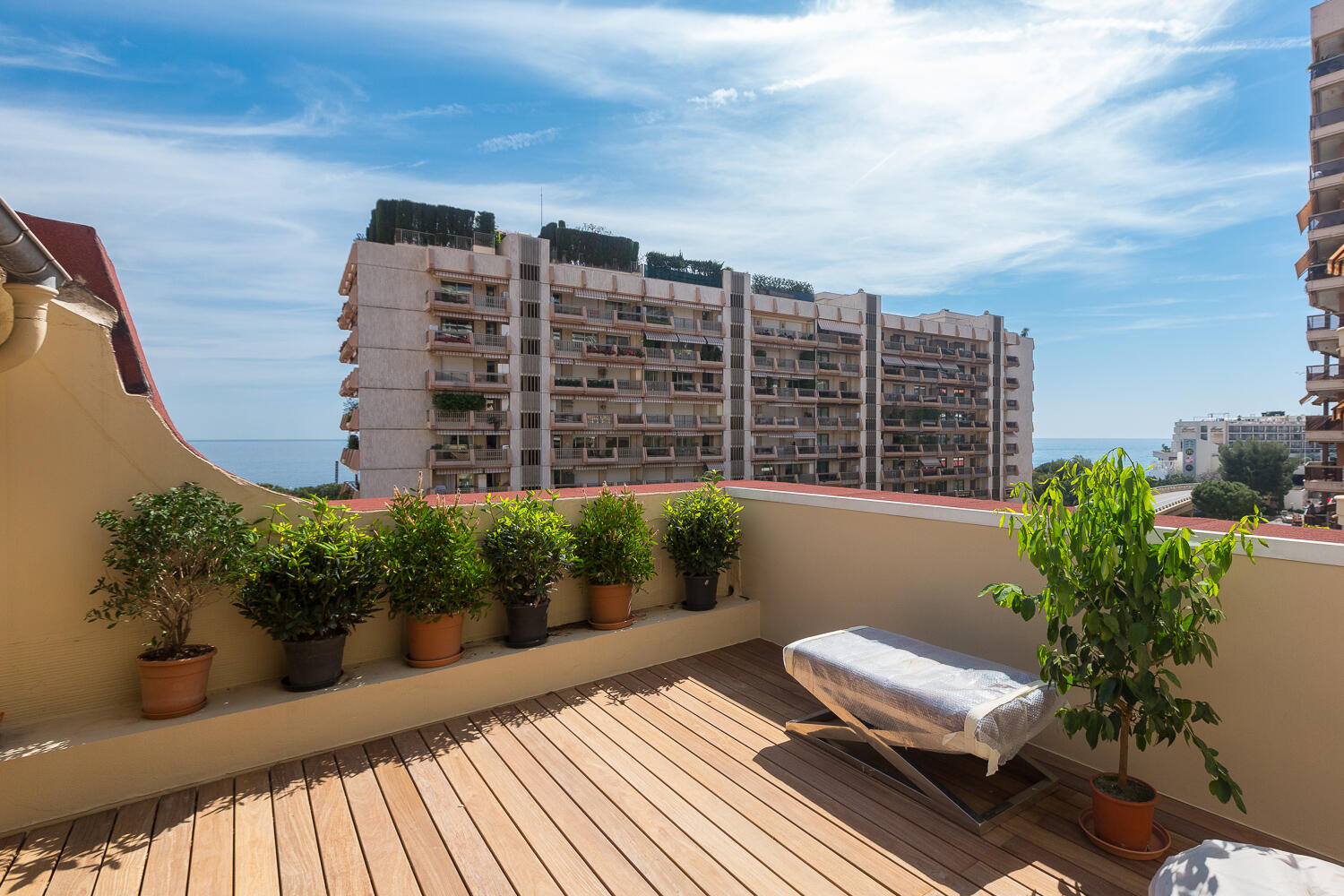 How to become a resident of Monaco and what are the advantages?